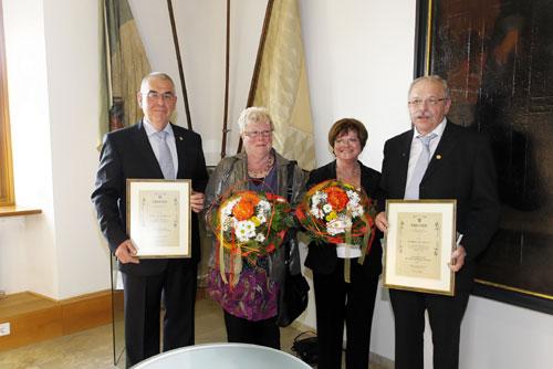 Ehrennadel in Gold für Partnerschaftsarbeit