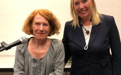 Bestseller-Autorin kam zum Weltfrauentag